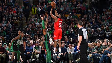 NBA十佳球:哈登逆天三分 韦少夺命中投
