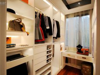 镜子后面的收纳空间,让四口之家生活更紧致!