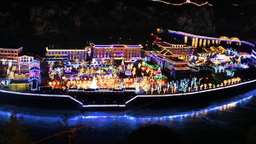 L'ouverture du 30e festival des lanternes de glace à Longqingxia