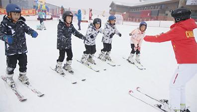 Les jeunes skieurs s'épanouissent dans un camp d'entra?nement de rêve