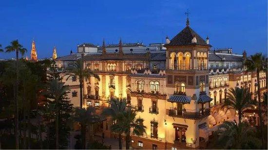 @南宁人,媲美迪拜帆船酒店极致奢华的天际酒店空降南宁啦!