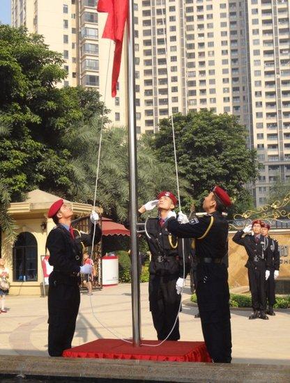 荣和·山水绿城国庆升旗仪式圆满举行