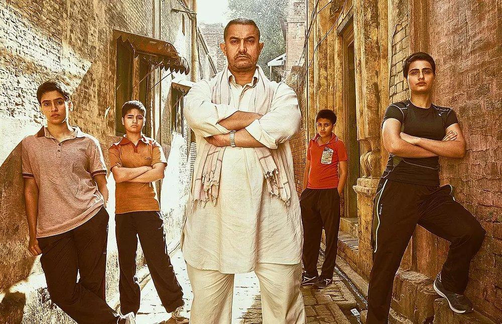 电影《摔跤吧!爸爸》的故事,因为发生在印度更显得更加励志