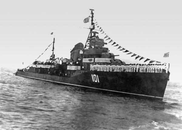 """""""鞍山""""舰,舷号101"""