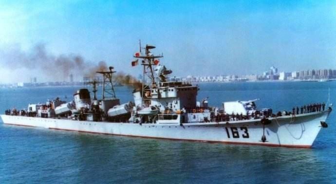 """第二代""""南昌"""",舷号163"""
