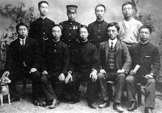 华兴会部分领导人1905年摄于日本东京,前排左一黄兴,左四宋教仁,后排左一章士钊
