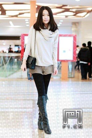 北京早春街头 长腿美女秀新装