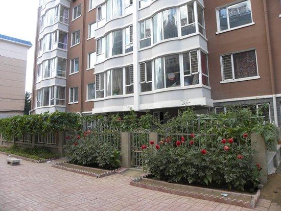 紫东华府一楼带小院最新价格6200元/平米,赠送花园