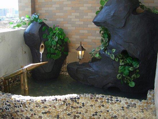封闭式室内阳台鱼池装修效果图高清图片