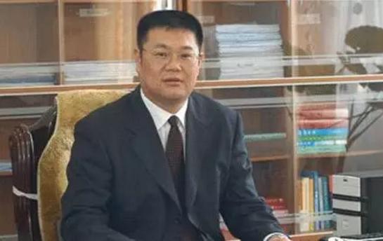贪900余万元的平顶山原副市长受审