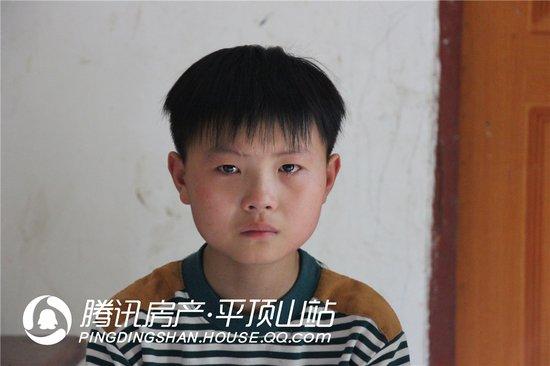 平顶山吴文杰:他的懂事让奶奶落泪