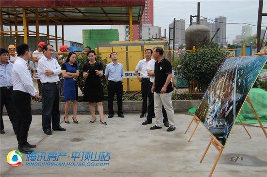 湛河区冯建伟书记、张毅区长等领导来九龙广场视察
