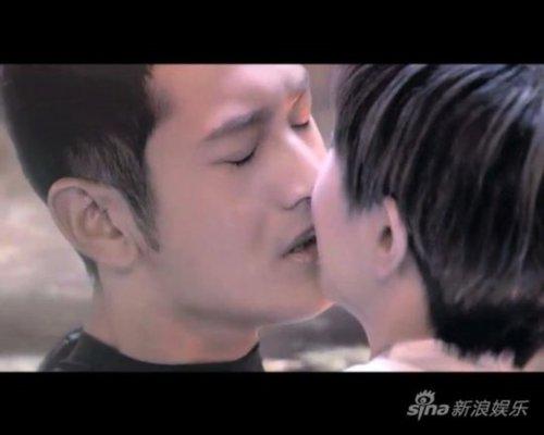 黄晓明半裸激吻杨颖 与众女星激情床戏尺度大/图