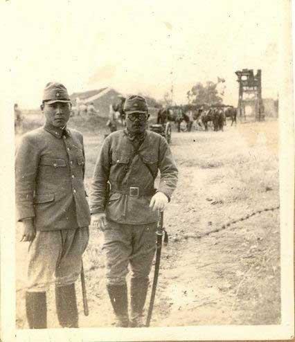 的侵华日军 两男兵竟同一浴缸洗澡 图图片