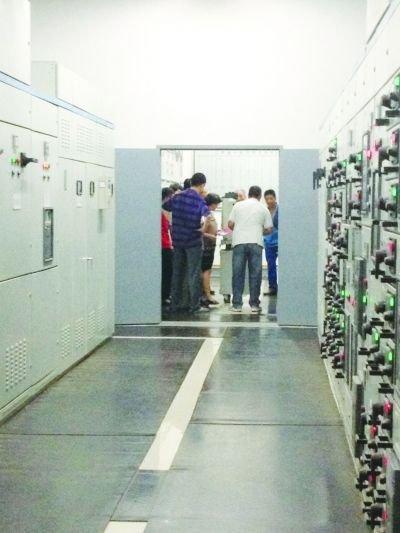 南京就诊早高峰医院突然停电 打手电筒挂水