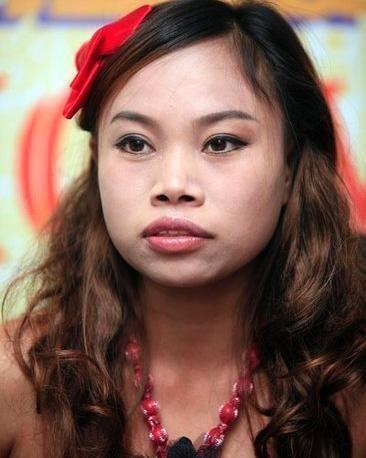 当年中国模特最早打入国际市场的名模吕燕,她小眼睛,塌鼻梁,一脸雀斑