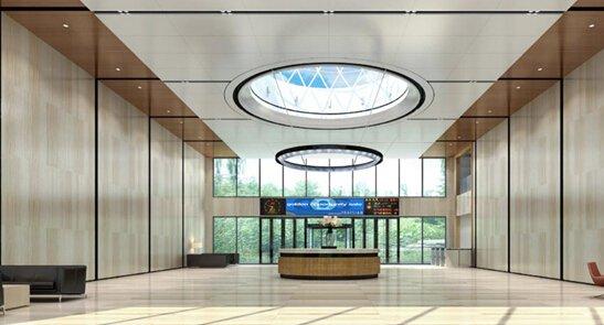 敞阔大气的大堂:青岛创意中心一楼接待大堂有400㎡,8米挑高设计图片
