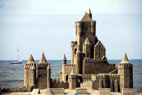 龙光阳光海岸旅游度假小镇协办中国-东盟国际沙雕艺术节