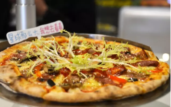 的薄意式披萨