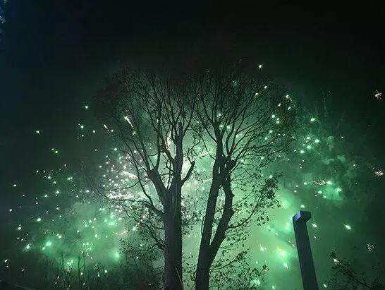 泉州之眼摩天轮3.18璀璨亮灯,千人雨夜浪漫见