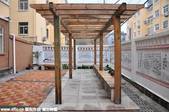 花了150万 将70年代老楼改造变身成中国风庭院