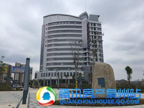 两岸中心广场:三栋楼已封顶 共200多套房源