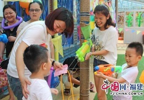 丰泽区第一中心幼儿园开展¡°大手牵小手¡±欢乐六一