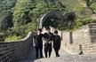 三人行必有电灯泡!林更新与赵又廷高圆圆夫妇爬长城