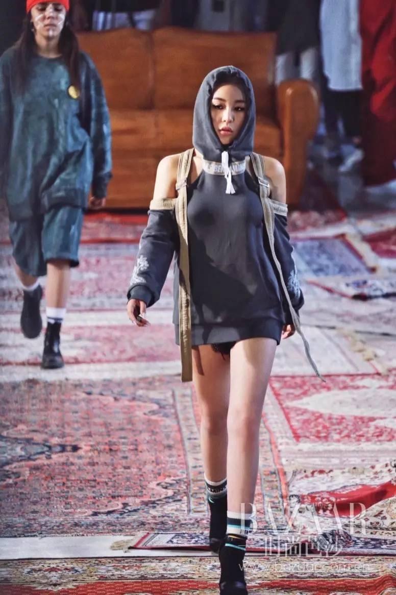 刘美希模特_不仅作为模特走秀,刘珈希私下与很多设计师们的关系也很好.