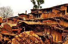 这个村子怪不怪,前屋的房顶就是后家的院子