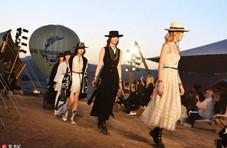 有一种高级叫穿上Dior的仙女裙去度假