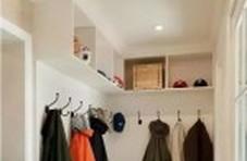 想在家里挤个衣帽间出来?那就把玄关给用起来吧