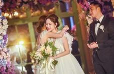 蔡卓妍发文为阿娇庆婚,何炅4字回复好暖心