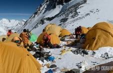 珠峰上垃圾照片曝光 遍地是丢弃的登山装备和气罐