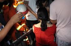 女孩屁股被栏杆刺穿 消防10分钟切栅栏救出人
