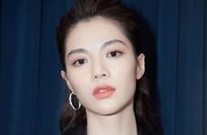 钟楚曦穿深V连衣裙亮相上海国际电影节
