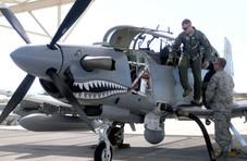 美国空军又摔一架军机,机上人员全部受伤