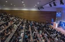 刘强东牛津大学演讲:永远保持一颗向上的心