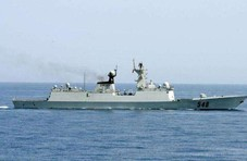 解放军军舰绕行台湾东部海域 台军又说:全程掌握