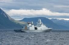 丹麦军舰偶遇海市蜃楼,场景犹如来自另一个次元