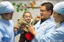 新生男婴全身是病被弃 全院守护他生命的406天