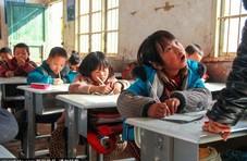 """越走越远的上学路 """"追踪""""留守儿童的小学生活"""