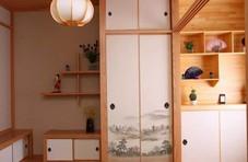 给小房间做个榻榻米床,不想靠窗就这样摆放吧