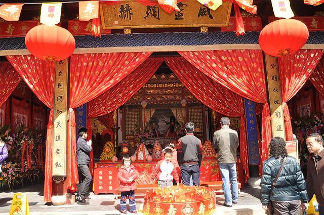 上海城隍庙不仅祀奉城隍神 还有东汉名将霍光