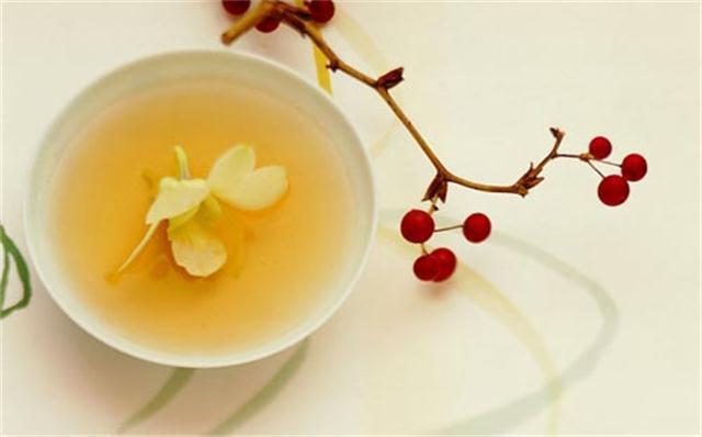 几片茉莉,酝酿一盏茶的慈悲