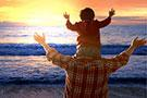 """不善表达的""""教与养""""是父亲最深情的爱"""