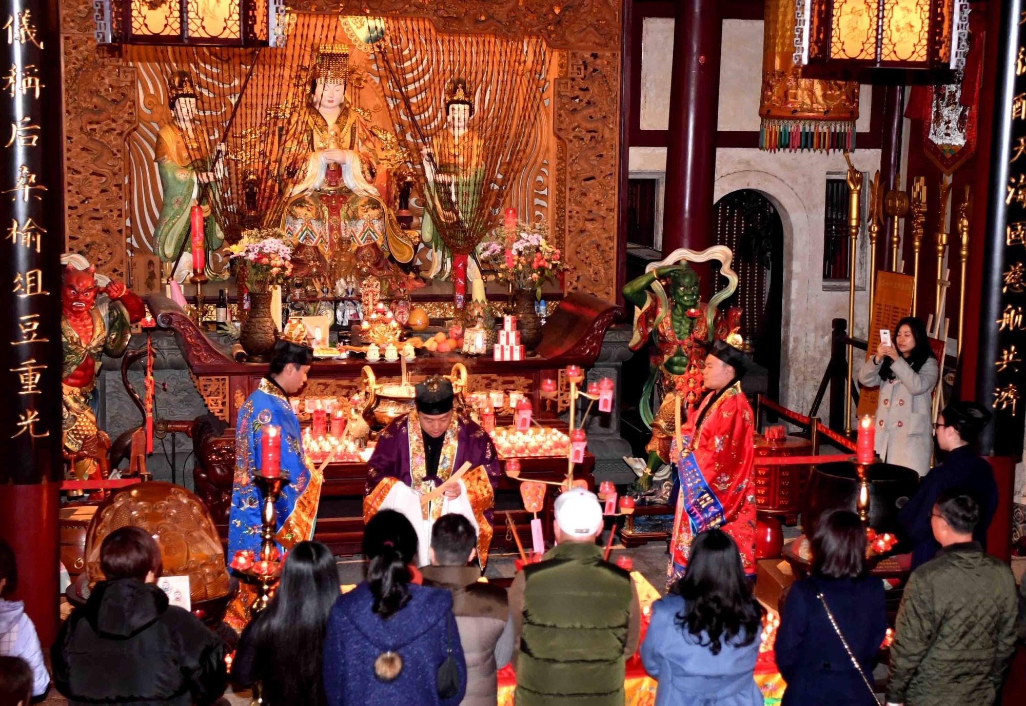 福州三坊七巷天后宫举行新年千灯会亮灯仪式 两岸信众共祈福