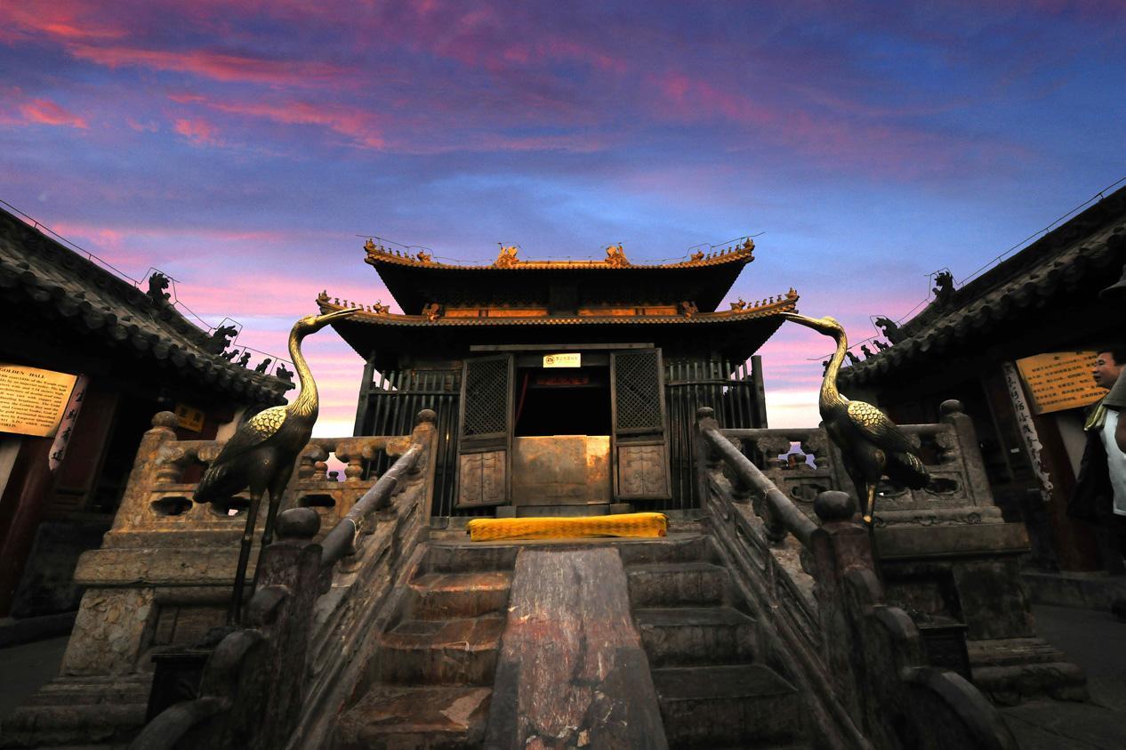 """为什么道教庙宇被称为""""宫""""或""""观""""?"""