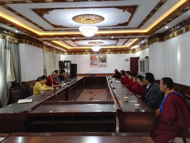 中国佛教协会赴日喀则边境寺庙捐赠《十万颂》