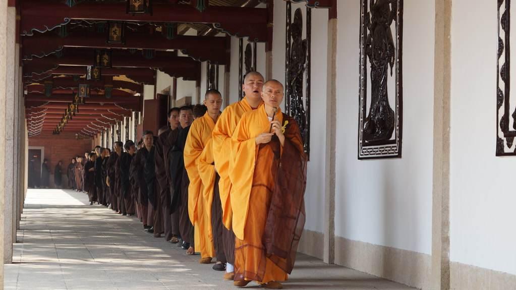 """【法眼看世间】佛教修行是否能算作是一种心理""""治疗""""?"""
